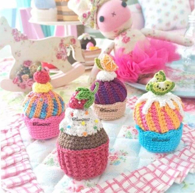 Crocheted cakes