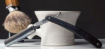 www.presentjakt.se: Hos utvalda barberarsalonger kan man fortfarande uppleva känslan av en klassiskt rakning med rakkniv. En avslappnande upplevelse för mannen.