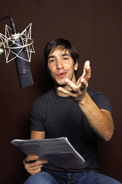 Justin Long - if he's in the cast, I will watch it!  And he's the only thing that's ever made me want a Mac