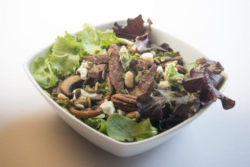 beef and goats cheese salad