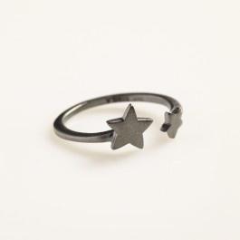 Ring: 2 stars - Stina A Jewelry. 400 kr.