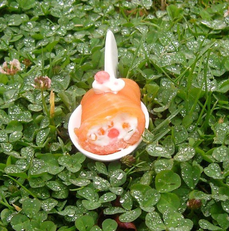 Rouleaux de Saumon au Perles de Pamplemousse Smoked Salmon Roll with Grapefruit perls