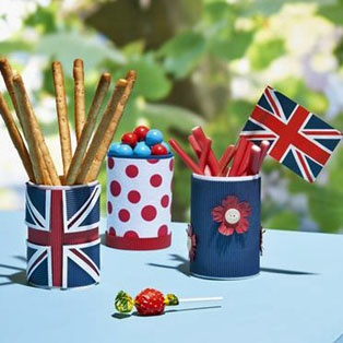 Celebrating being English - Jubilee Snack Containers from http://www.hobbycraft.co.uk/Pages/Ideas/Idea.aspx?id=1523