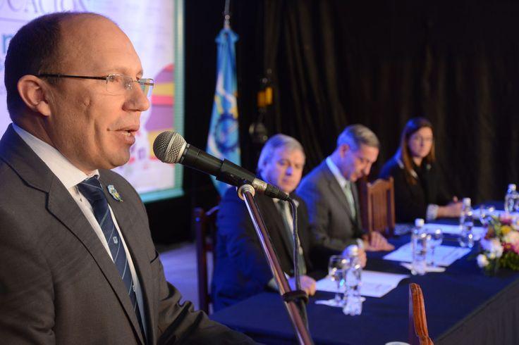 El ministro de Educación, Fernando Menchi, inauguró hoy el 8vo. Congreso Provincial de Educación