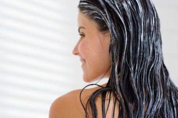 Ομορφιά - DIY: 2 μάσκες μαλλιών με 2 υλικά που θα ενυδατώσουν τα αφυδατωμένα σας…