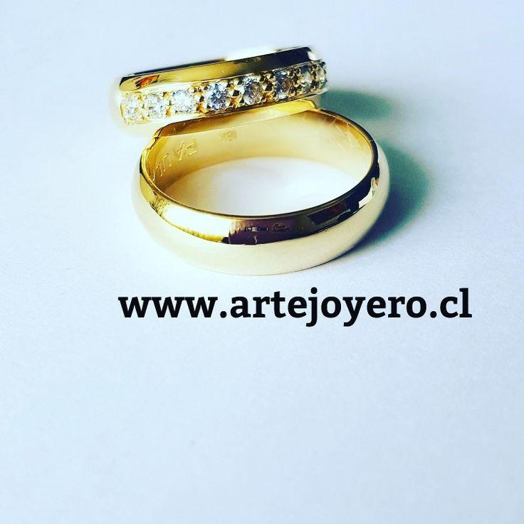 Argollas 12 gr , 5 mm oro 18 k y circones $ 600.000 +56977900432 www.artejoyero.cl