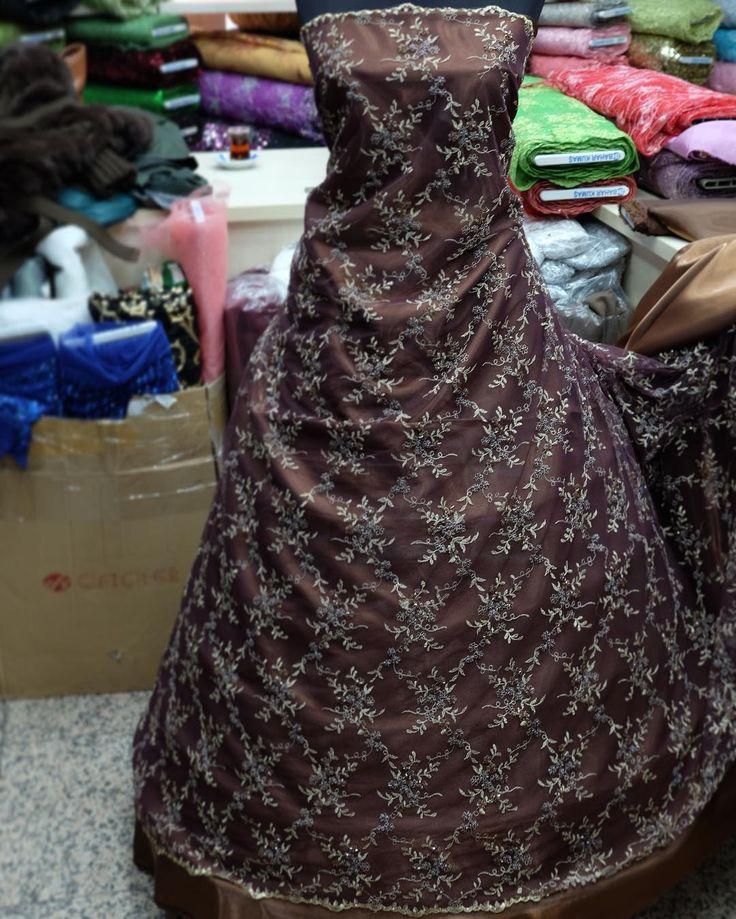 Gold işli, boncuklu pıtırcık desen ���� #dressy #lace #istanbul #weddingdress #pattern #payet #abiye #kumaş #bayankombin #istebenimstilim #nişan #düğün #elbise #womensfashion #bride #kaftan #kına #kınagecesi #mezuniyet #nakış #embroidered #flowers #fashion #fashionista #fashionstyle #boncuk #bead #baharkumaş #kahverengi #gold http://gelinshop.com/ipost/1518773446024389409/?code=BUTxGcAlGMh