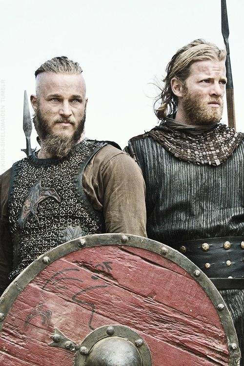 Ragnar Lothbrok and Torstein - Travis Fimmel and Jefferson Hall in Vikings, set in the 9th century (TV series).