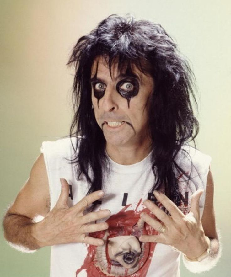 Alice Cooper with Alien t-shirt