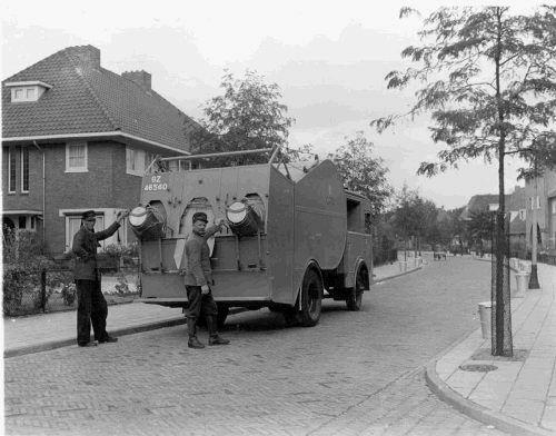 Bussum 1939 Vuilniswagen van de reinigingsdienst in de Simon Stevinweg.