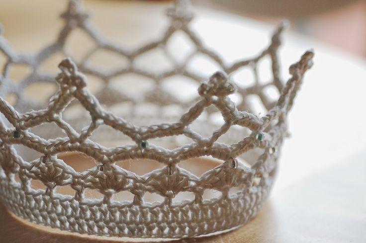 Royal crochet crown pattern