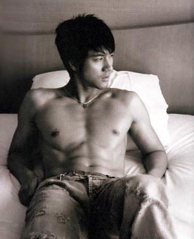 Wang Leehom shirtless abs