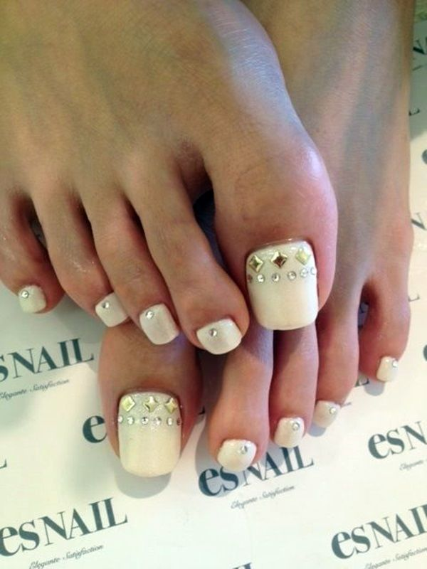Toenail designs with crystals and rhinestones