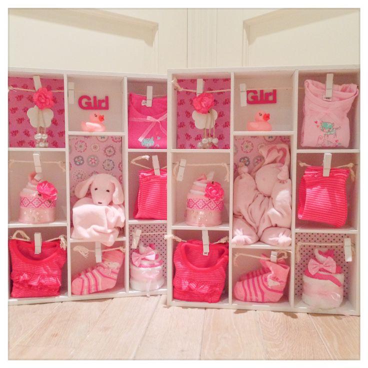Letterbak gevuld met meisjes baby artikelen, kraamcadeau tweeling meisjes. Baby shower Gift Twin Girl. Info: http://joleenskraamcadeaus.wix.com/kraamcadeau#!product/prd1/3074511541/gevulde-letterbak