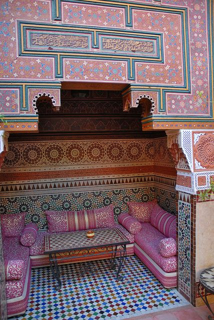 exquisite!Cozy Nooks, Summer Picnic, Design Bedroom, Home Interiors, Moroccan Design, Marrakech Morocco, Pink Wall, Sitting Room, Design Home