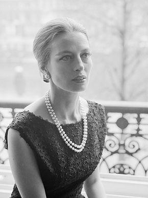 Capucine  Nom de naissance : Germaine Hélène Irène Lefèbvre Surnom Cap  Naissance 06 janvier 1928 à Saint Raphaël Décès 17 mars 1990 (62ans) à Lausanne Suisse  Actrice  Mannequin