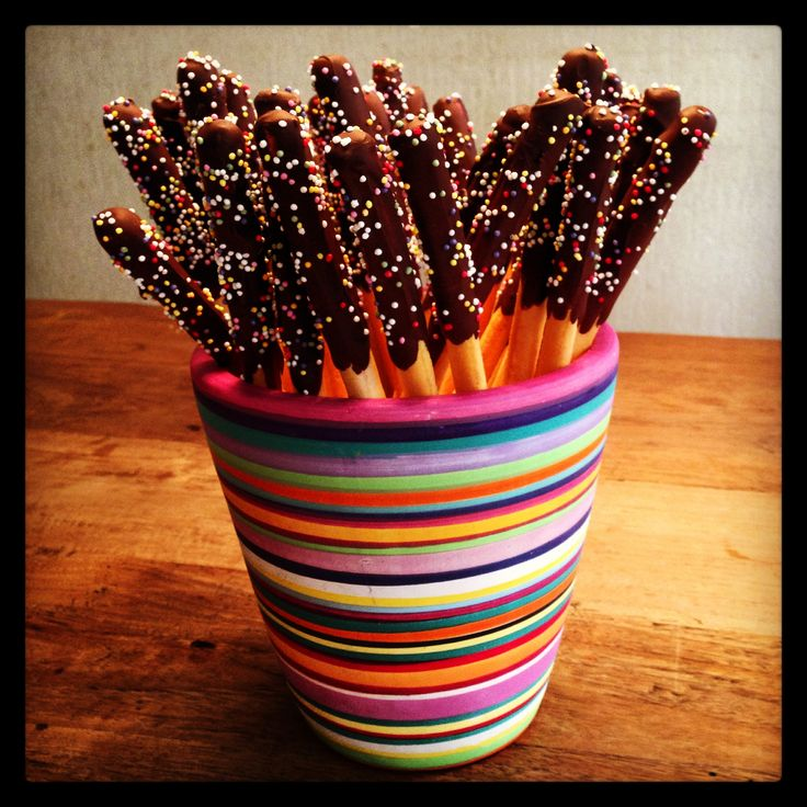 Soepstengels met chocola en dip Traktatie