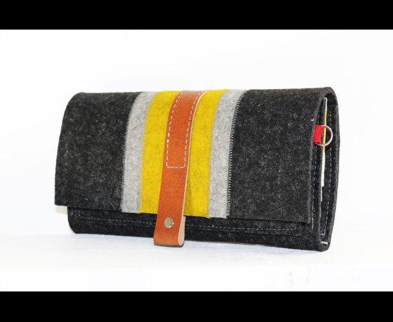 SALE Complete Merino wool felt iPhone trifold от AlexMLynch