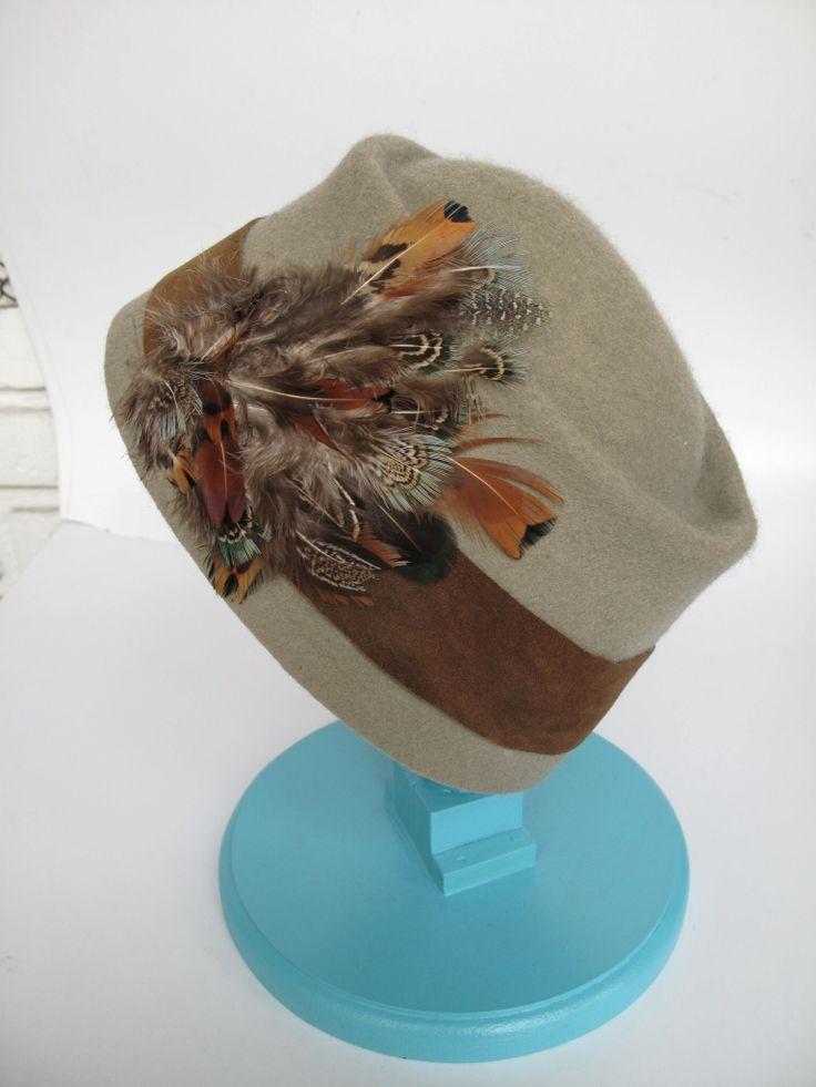 Casquete con plumas