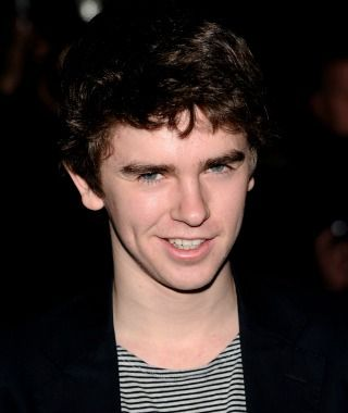 Freddie Highmore goes psycho as Norman Bates in 'Bates Motel' -- I need to watch this hes adorable :)