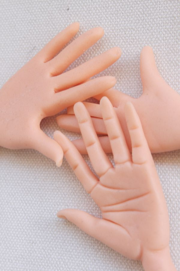 How to model a hand in fondant and gum paste