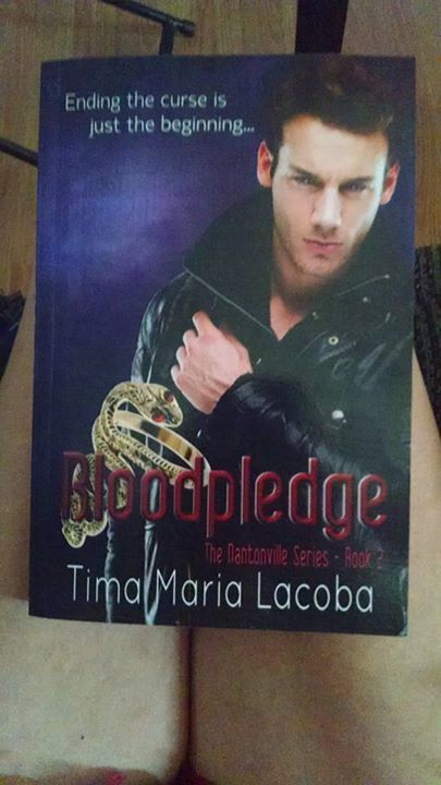 Thank you Lisa Renfrow for showing off her copy of Bloodpledge :-)