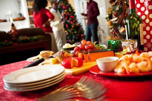 How to host a holiday open house party