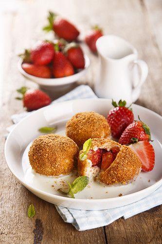 Завтраки, обеды, ужины - Клубничные кнедлики с ванильным соусом (Erdbeer-Topfenknödel mit Vanillesoße)
