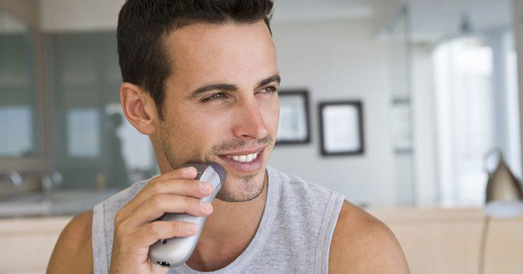 Como limpar o barbeador Philips Norelco . O barbeador Philips Norelco é hoje um dos produtos mais populares de beleza vendido pela Philips. Para obter um resultado mais suave possível ao fazer a barba com o Philips Norelco, será necessário que você limpe o dispositivo regularmente.