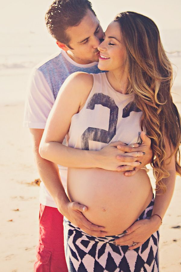 Maternity picture idea. Cute Pose. Pregnancy Pictures by ShaiLynn photography