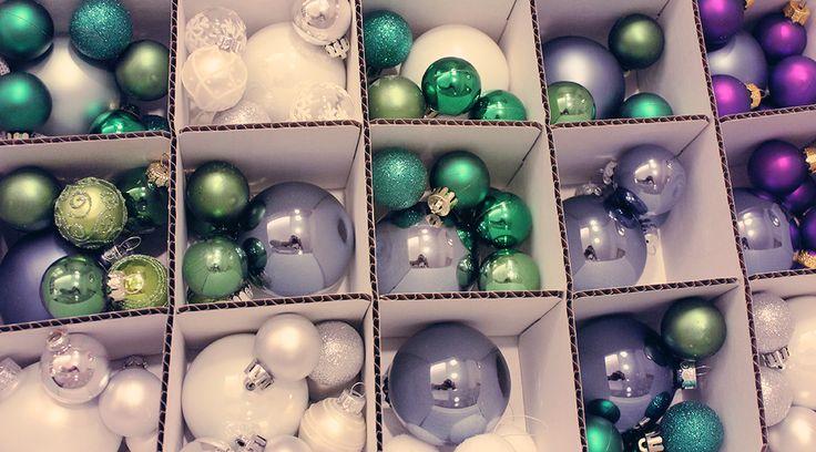 Alle Jahre wieder – unsere Weihnachtsdeko wandert wieder in den Keller. Dazu benötigen wir zwei große Kisten. Krippe, Windlichter, kleine Figuren, etc. finden in aussortierten Plastikboxen mit Deckel Ihren Platz und werden dann im Tetris-Stil in eine große Kiste einsortiert. So hat alles seinen Platz und es wird nicht eine große Wühlkiste. Christbaumkugeln und alles...Lies hier mehr