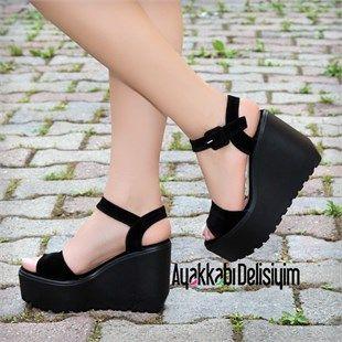 En moda topuklu sandalet modellerine ulaşmak için Ayakkabı Delisiyim'i ziyaret edin. siyah süet dolgu topuk, dolgu topuklu ayakkabı, kadın ayakkabı, dolgu topuk sandalet, , siyah sandalet, topuklu sandalet