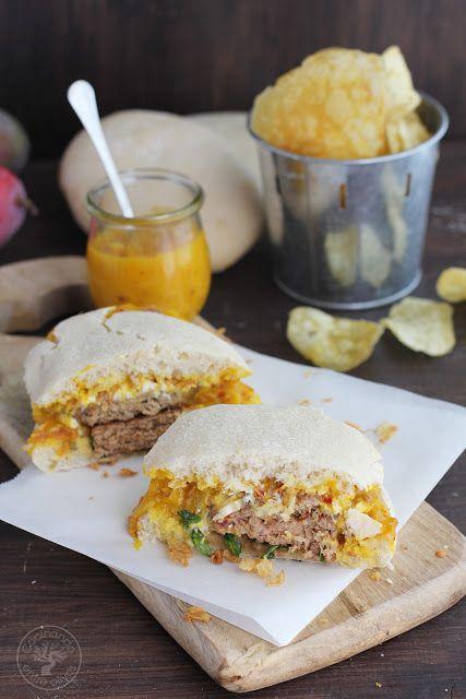 Hamburguesa de cordero con queso de cabra y salsa de mango. Receta paso a paso.