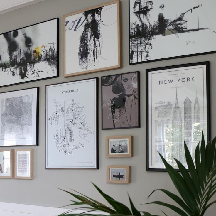 Beautiful picture wall made by blogger Anna Åberg. The wall is painted in the color Drivved from Alcro.