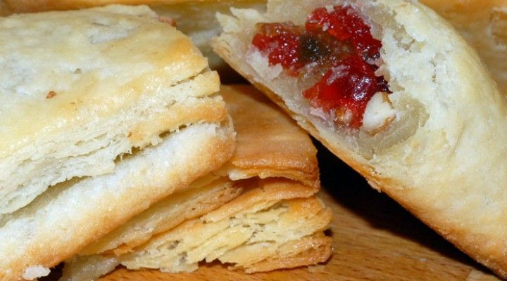 A treat a day keeps… your kids smiling! Today's treat for your kid… Puff pastry… They surely will love it.  Click here for recipe: http://www.vahrehvah.com/puff-pastry http://www.youtube.com/watch?v=x9sE0cisM58   All snack recipes: http://vahrehvah.com/search/snack http://www.youtube.com/watch?v=Yhg02ALLT6c&list=PLecDmWZ6vbWTaQohQPdlpL1iVnhm2Aonj  #indianfood #indianrecipes #recipes #bakeryfood #puffs #pastry #puffpastry #piecrust #pie