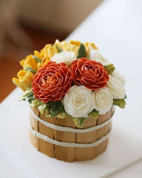 Chinese student's work... #china #instarcake #koreanbuttercream #2 #instagood #cake #cakeicing #buttercream #flowers #flowercake # #flower #buttercreamflowers #flowercake #kissthecake #blossom #케익 #케이크 #플라워케이크 #꽃 #버터크림 #키스더케이크 #버터플라워케이크 #버터크림플라워케이크
