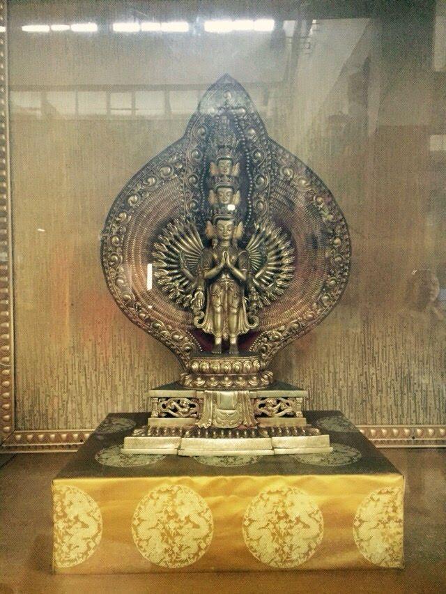 Mongolska figurka modlitewna z czystego złota.