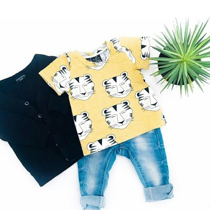Baby boy outfit with the smiley tiger shirt from Hey BB