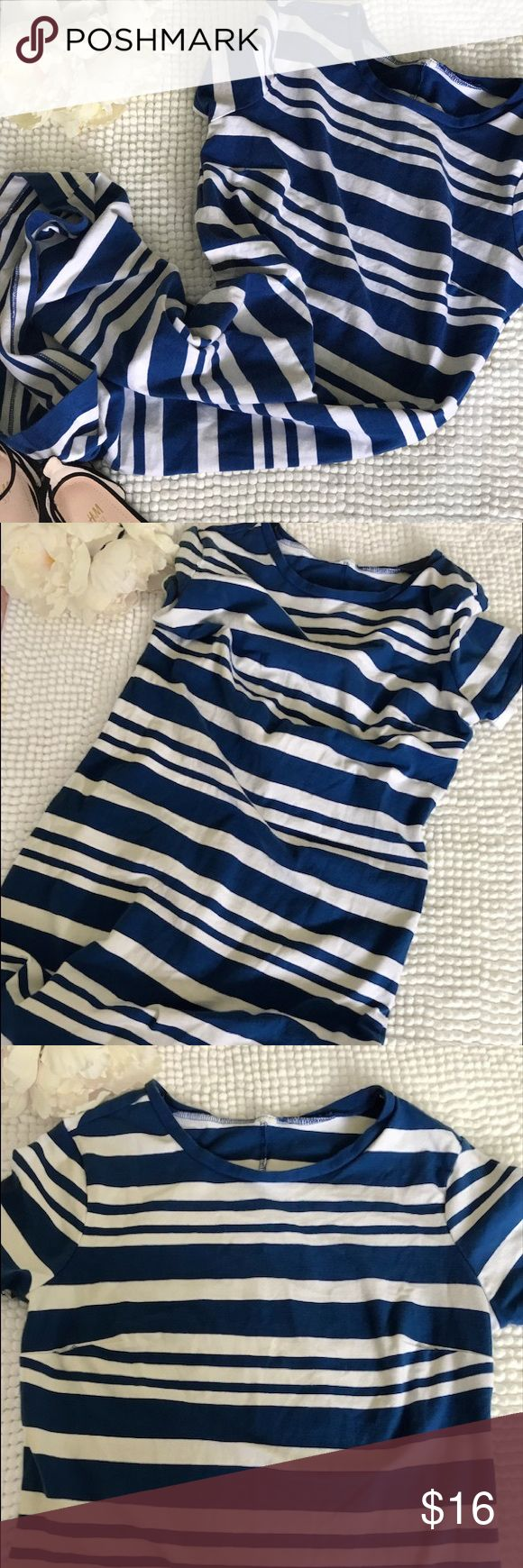 {Old Navy body con dress} •Old Navy striped body con dress• blue and white striped• super soft and comfortable• casual for every day wear• any questions please feel free to ask• reasonable offers are welcomed• Old Navy Dresses