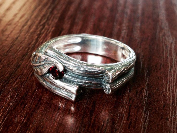 Кольцо: серебро 925* камень гранат, стоимость 5000 рублей