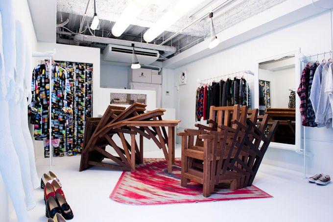 https://www.fashion-press.net/img/news/4562/anrealage_shop12aw_01.jpg