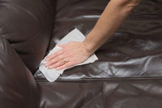 Comment Nettoyer Un Canape En Cuir Conseils Et Astuces Nettoyer Canape Entretien Canape Cuir Nettoyer Canape Cuir
