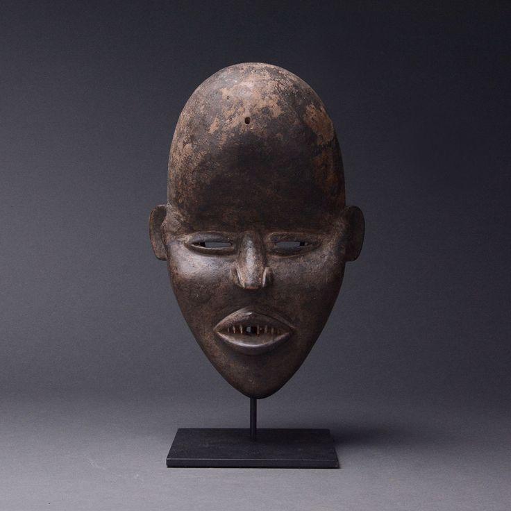 Dan Wooden Deangle Face Mask – Barakat Store