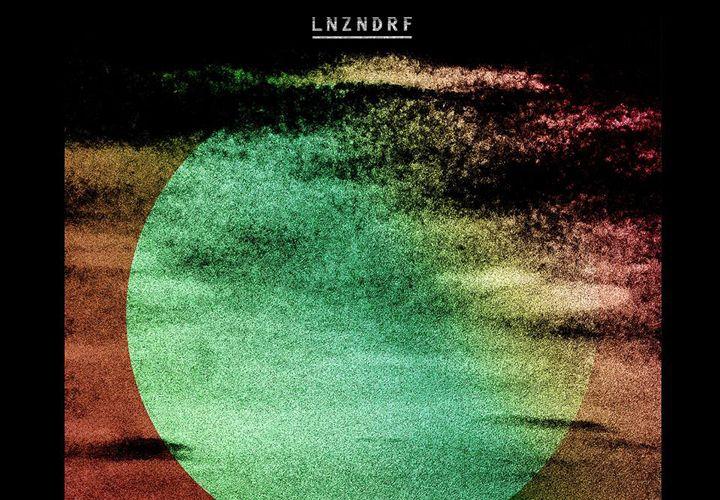 Escucha un adelanto de LNZNDRF, proyecto que reúne a miembros de The National y Beirut