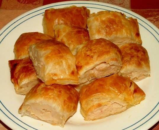 Koekjes en hapjes met kipfilet en ham vulling