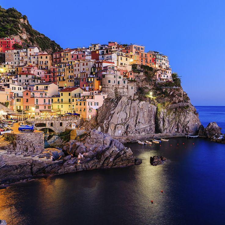 """""""Una festa per gli occhi, un mare di sfumature diverse;  ecco lo spettacolo che riservano ogni giorno le Cinque Terre, in Liguria."""""""
