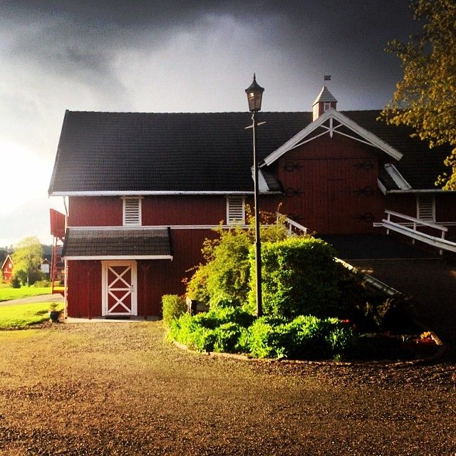 Uvær på vei☔️☁️ #regn #himmel #sky #vår #regn #låve #grønt #friskt #landet #levlandlig #gård #bamsrudlåven #mysen #østfold