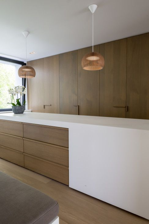 moderne woning, grote glaspartijen, gevelbepleistering