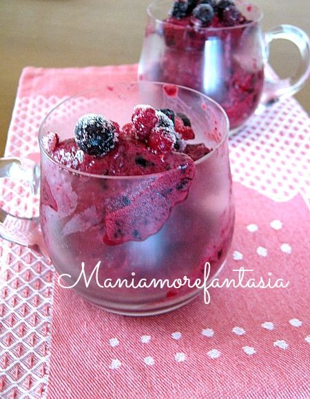 Gelato light ai frutti di bosco e yogurt, ricetta con Yonanas