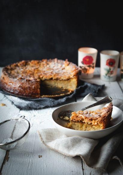 Gâteau sans gluten aux amandes et à la purée de poire. Un pure délice faible en sucre! Gluten-free almond and pear cake. Delicious and not very sweet!
